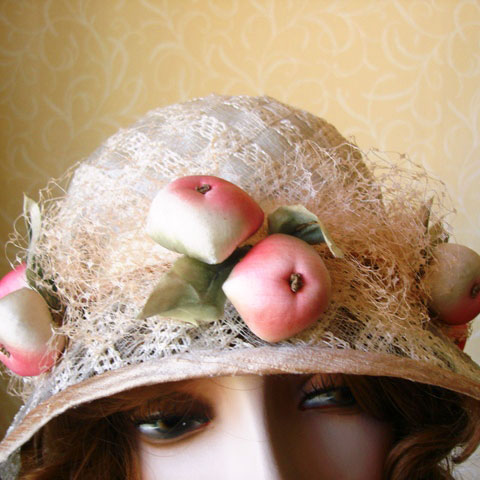 Apple Straw hat detail